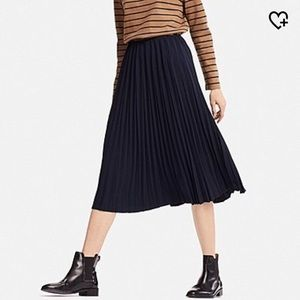 Uniqlo Navy Pleated Skirt